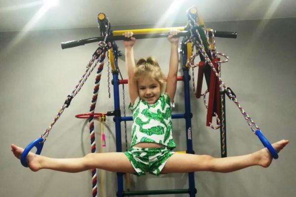 Вика с раннего детства занимается кикбоксингом