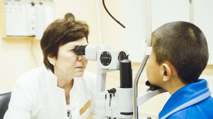 В Тюмени 8-летнему мальчику, который во время игры с питомцем сильно повредил глаз, спасли зрение