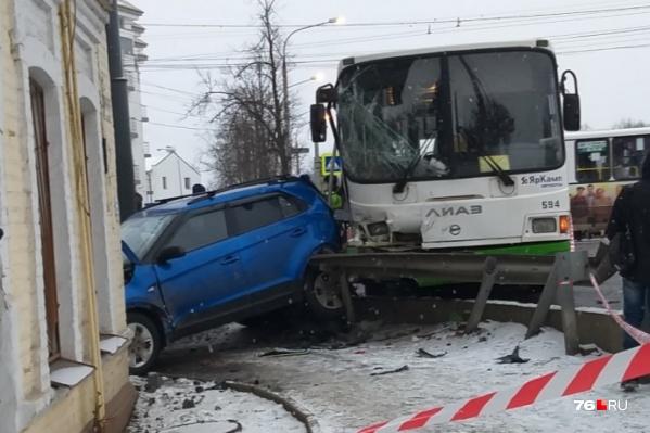 В ДТП с двумя автобусами на Московском проспекте погиб один человек, травмировано 24