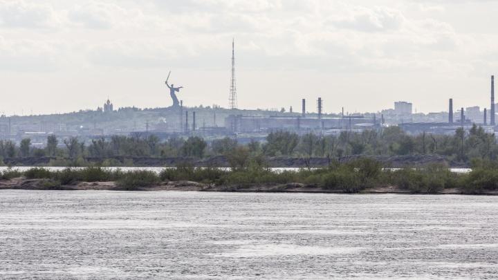 Рыбаки и нудисты — бегите! В Волгограде на Волге начался разлив