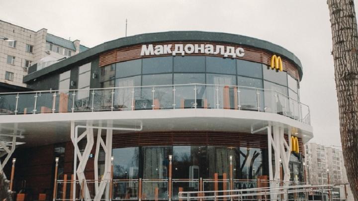 «Макдоналдс» задолжал тюменскому «Везитакси» за проезд