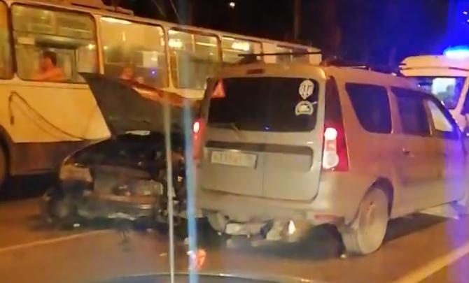 """«У """"восьмёрки"""" лежал мужчина без движения»: на Щербакова столкнулись три автомобиля"""