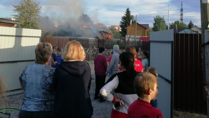 На улице Транспортной сгорел частный дом с надворными постройками