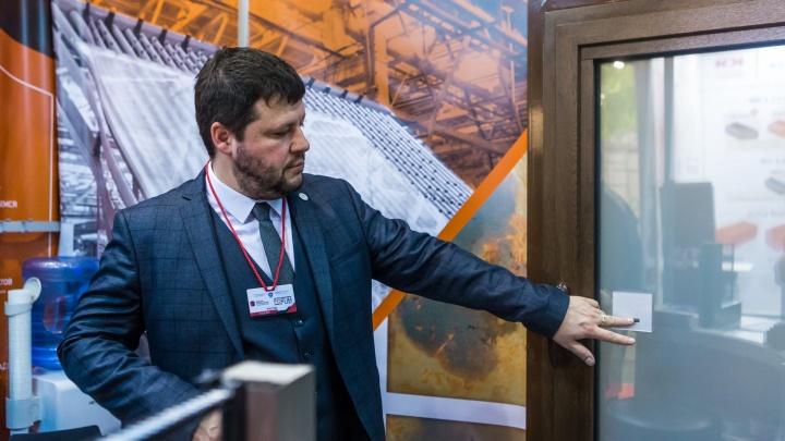 В Новосибирск привезли окна, которые работают как телевизор