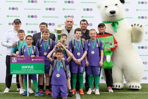 В младшей возрастной группе сразу показался лидер — команда из Альметьевска, выигравшая все матчи в свою пользу