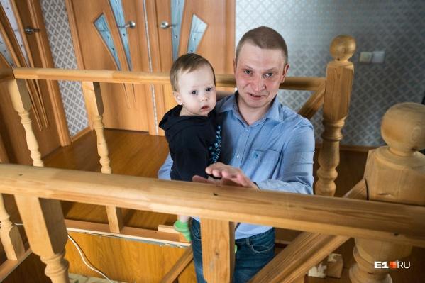 Антон сидит с Мишей с самого его рождения