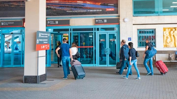 Ты не пройдешь: провожающие смогут попасть на перрон Главного вокзала Ростова только по спецпропуску