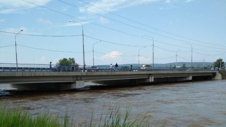 Жители нескольких деревень в Ирбейском остались заблокированы из-за затопленных дорог