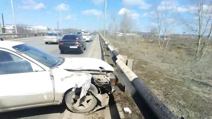 Водитель «Тойоты» попытался уйти от столкновения и попал в ДТП
