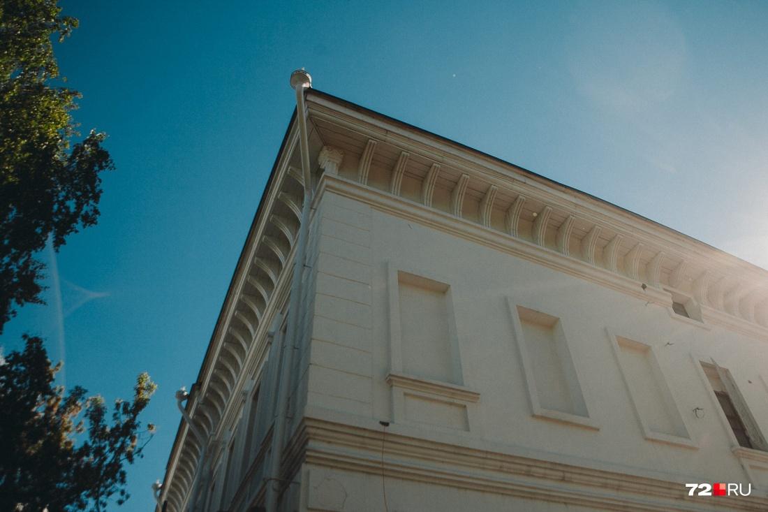 Рядом с Музеем семьи императора Николая II также проходил ремонт дороги