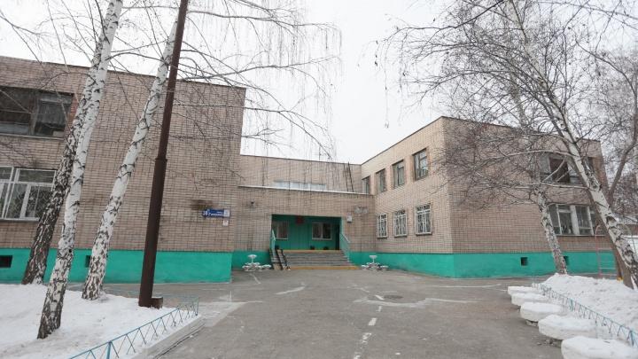 Челябинская полиция завершила проверку конфликта между охранником детсада и мужчиной с пистолетом