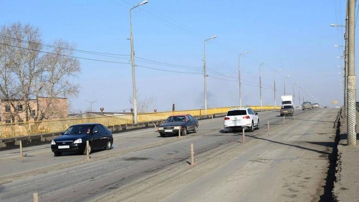 Центральные полосы моста ЖБИ в Кургане начали разрушаться