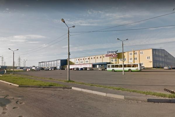 Михаил Попов начал свой бизнес много лет назад с большой оптовой базы со складами на Гайдашовке