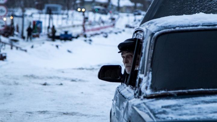 В Архангельске открыли подтопленную ранее транспортную переправу Бревенник — Хабарка