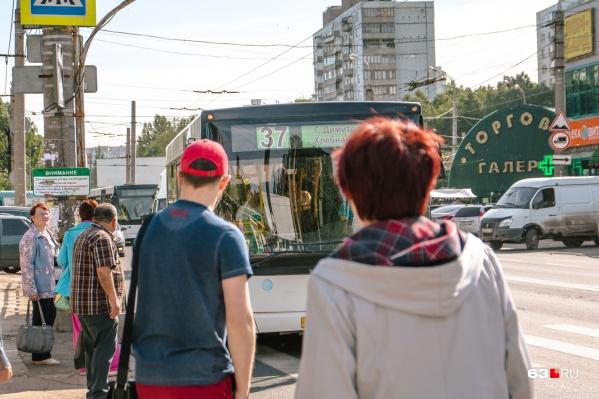 Расплатиться картами можно в муниципальных автобусах