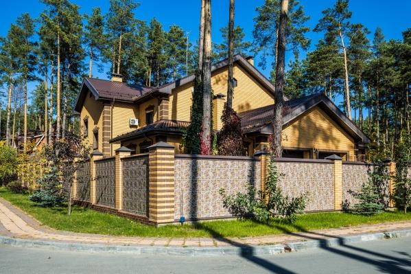 Дом командующеговойсками Сибирского округа войск Росгвардиипопал в расследование штаба Навального в Новосибирске