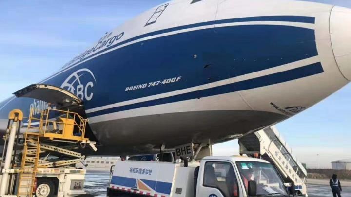 Прилетел самолет в 3,5 раза больше обычного: уральцы смели тонны товаров на распродаже на AliExpress