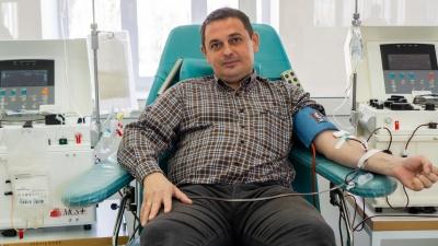 Мы с тобой одной крови: омич — почётный донор 120-й раз сдал кровь