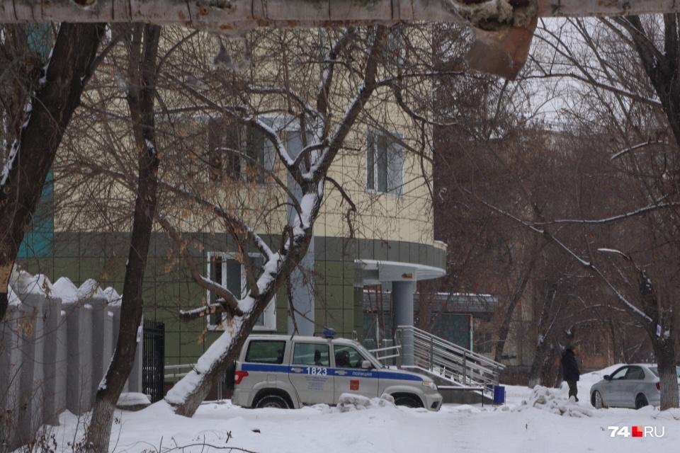 В Челябинске карантинный центр разместили в отремонтированном здании противотуберкулёзного диспансера. Территорию охраняет Росгвардия