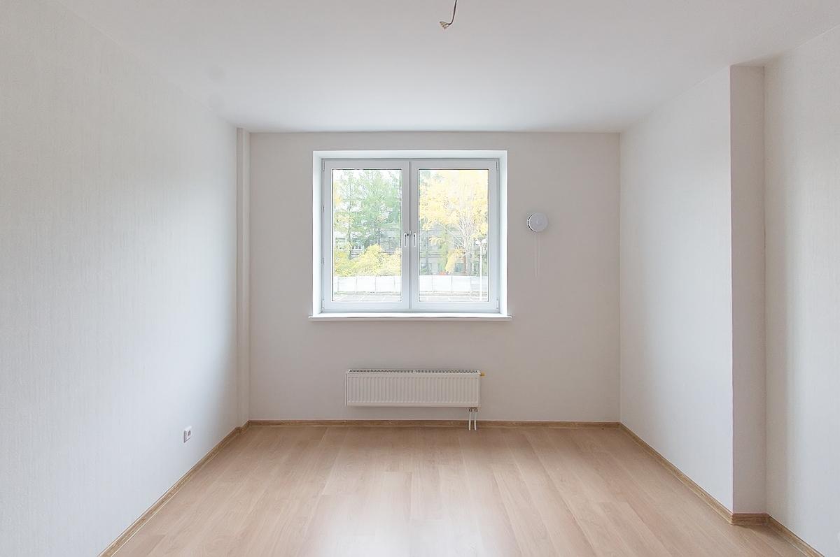 Квартира на втором этаже «изумрудного» дома, стены можно проверять уровнем