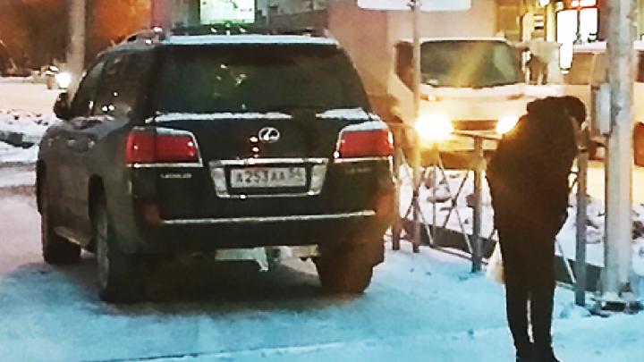 «Я паркуюсь как чудак»:Lexus AAA — места много, обойдёте