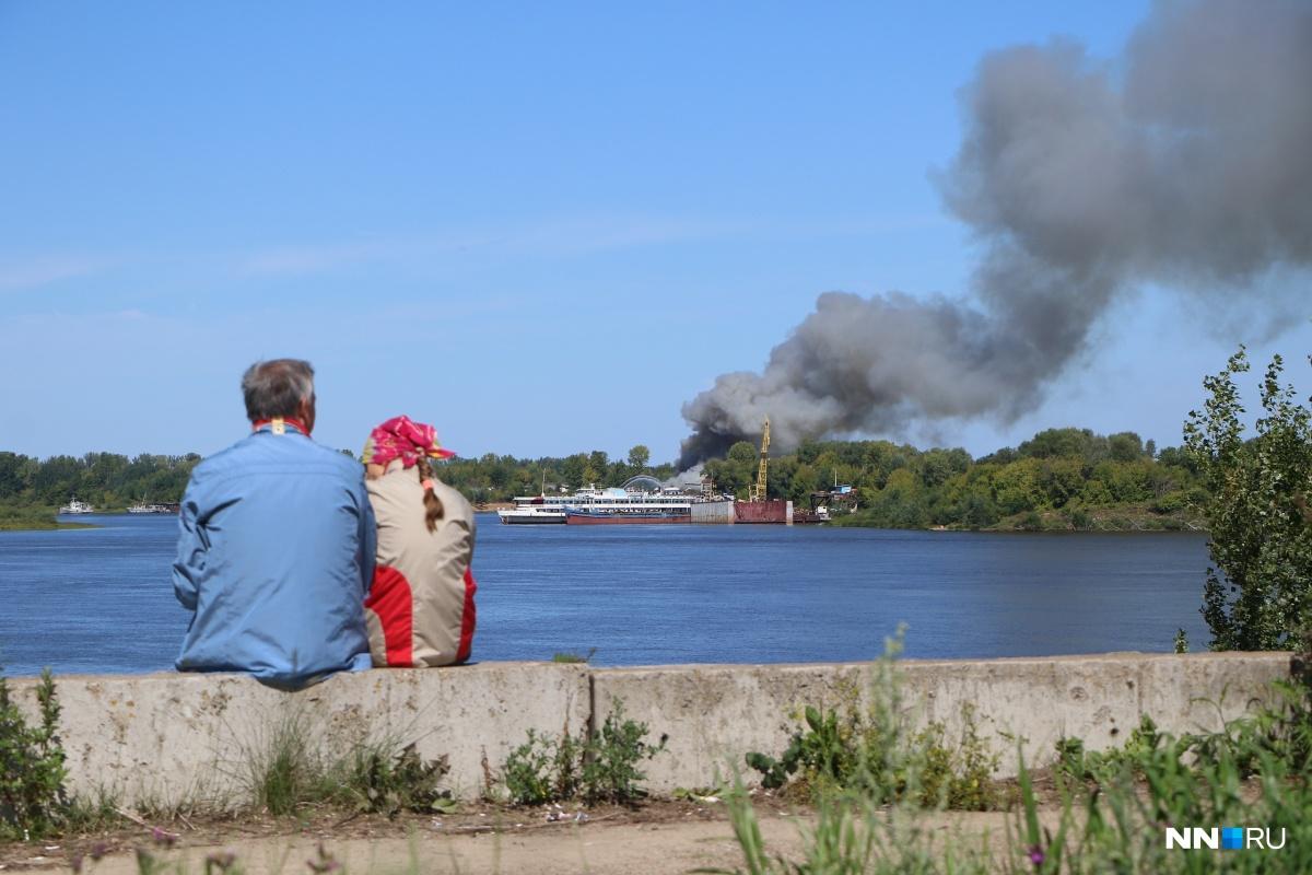 Столб дыма можно было увидеть со многих точек города