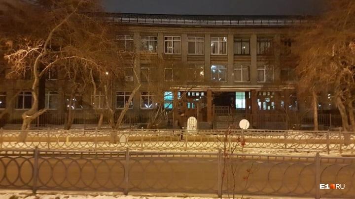 Стало много детей: во Втузгородке школу расширят за счет рядом стоящей поликлиники