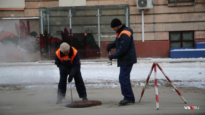 Рядом с мэрией Волгограда ищут порыв на новой теплотрассе «Концессий теплоснабжения»