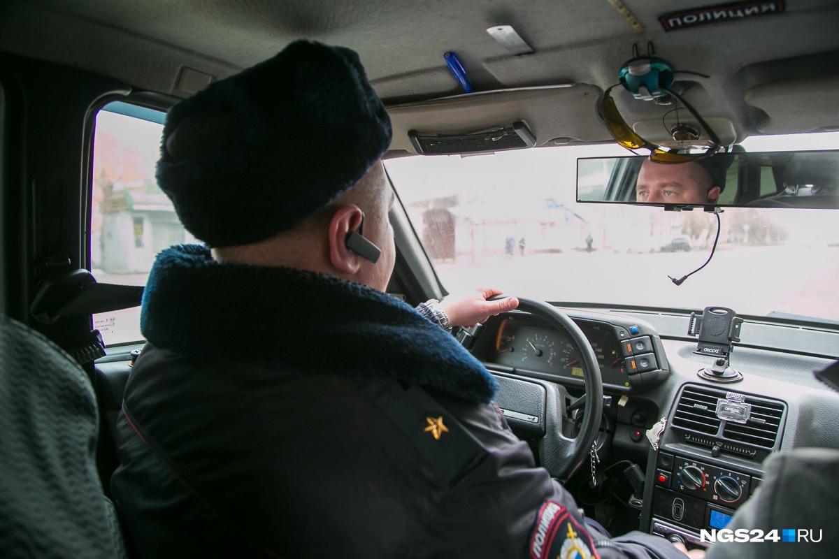 Служебную «Ладу» 2003 года Вадим периодически ремонтирует за свой счет