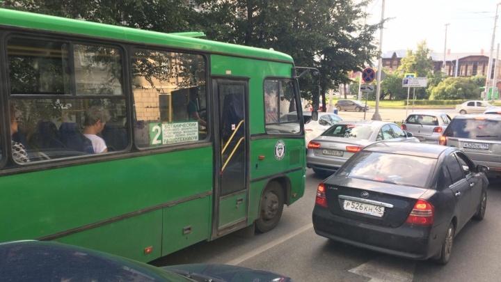 Власти Екатеринбурга отменят еще один автобусный маршрут