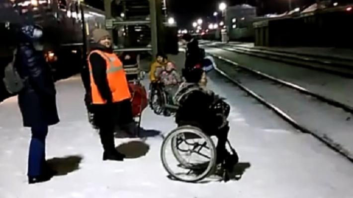 Пришлось перебираться через пути: инвалиды-колясочники пожаловались на работу Перми II