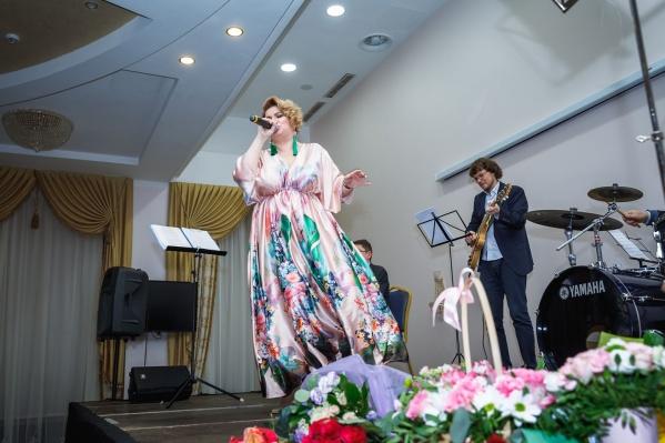 Елена Крутецкая наслаждается своим телом