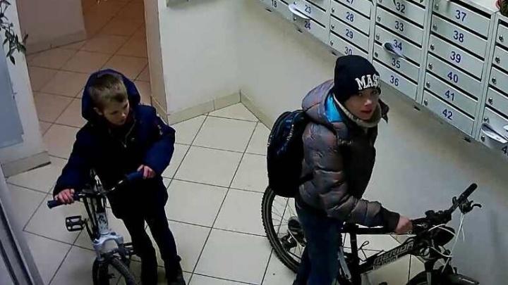 Их кто-то навёл: два школьника украли велосипеды с подземного паркинга элитного дома в Екатеринбурге