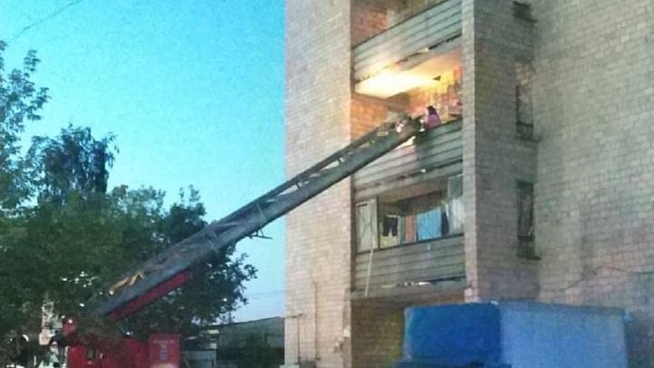 На Вторчермете эвакуировали 200 жильцов задымленного общежития