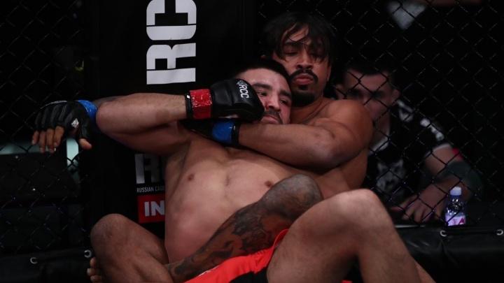 Из-за бразильца-симулянта главный бой на турнире по ММА признали несостоявшимся