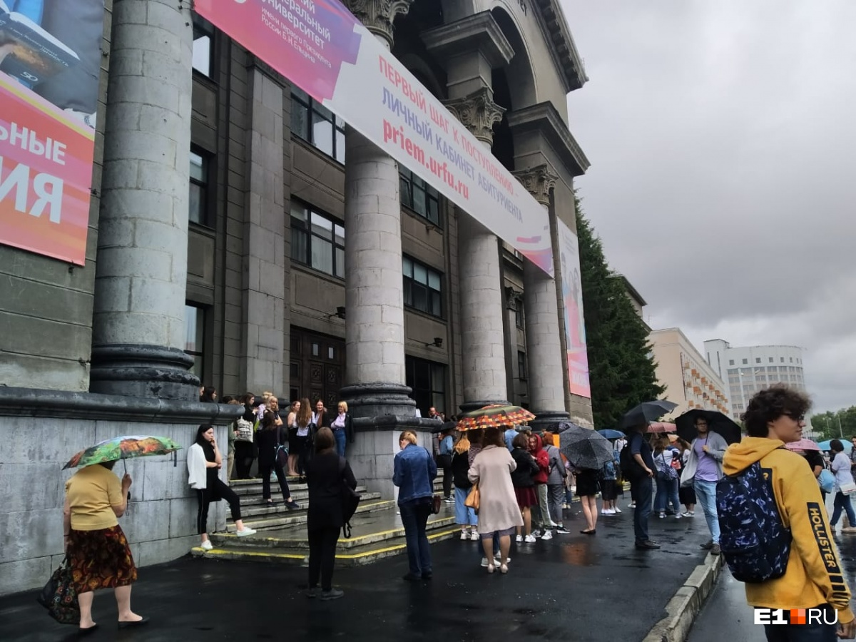 Корпус УрФУ на Ленина, куда на прошлой неделе приезжал Владимир Путин, также эвакуировали