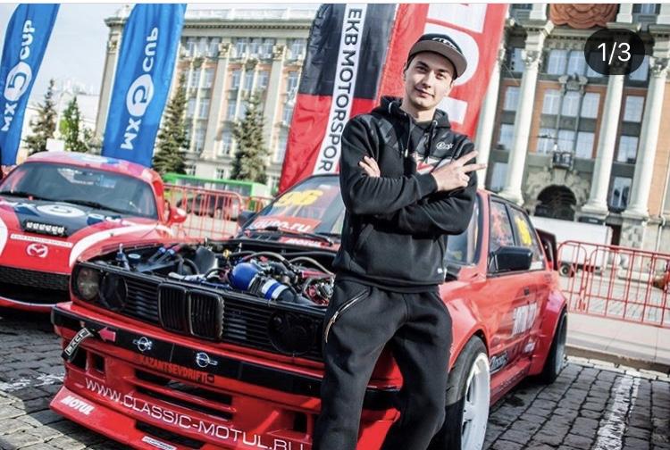 Александр участвует в соревнованиях на BMW Е30