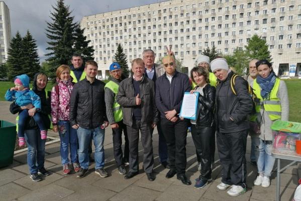 Инициативная группа в Архангельске отнесла уведомления в избирком