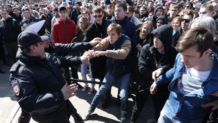 «Задерживали подростков и пенсионеров»: как прошла акция сторонников Навального в Челябинске