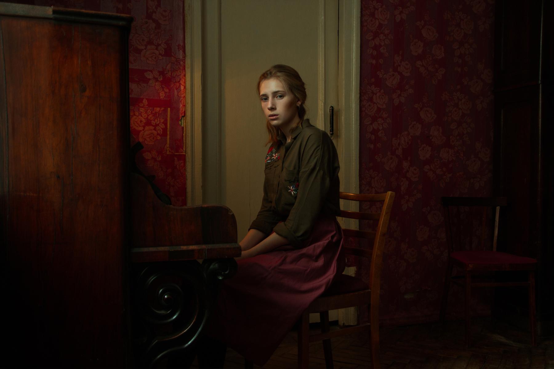 Юлия Даль рада, что её работы отметили. Только девушка, как и Владимир Сараев, не знает, какую именно оценили в номинации «Портрет»