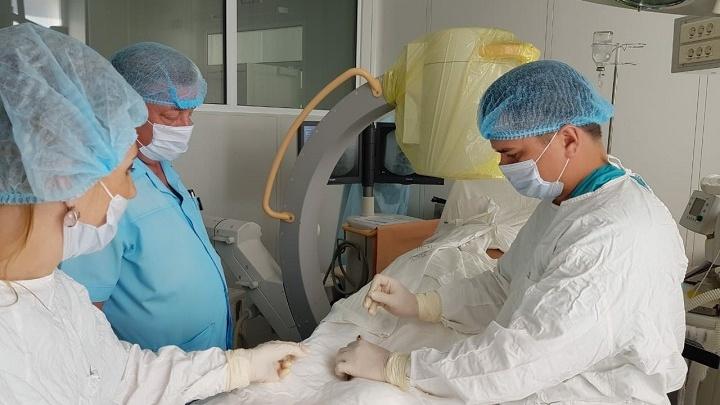Иглой и лазером: самарские врачи научились «выжигать» грыжи в позвоночнике