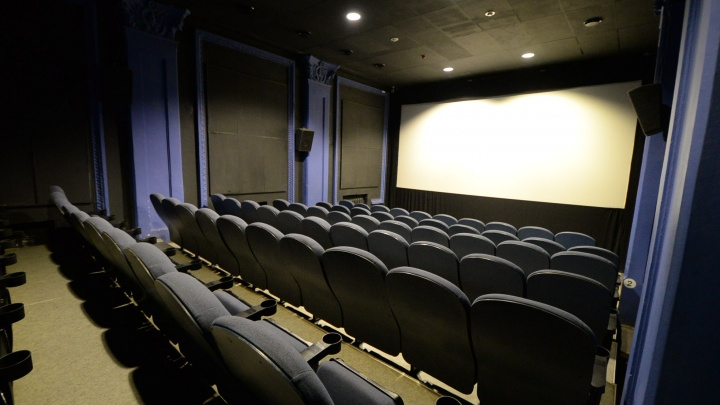 Заменят экраны и поставят кресла с электроприводом: в «Фан-Фан» заедет известная сеть кинотеатров