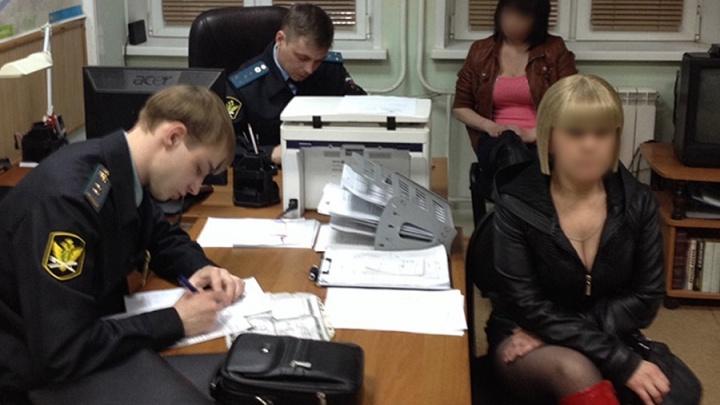 22-летняя девушка помогала трем знакомым искать проституток и принимать заказы: все получили срок