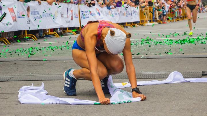 Триумфы и падения под музыку Свиридова: большой фоторепортаж с Сибирского международного марафона
