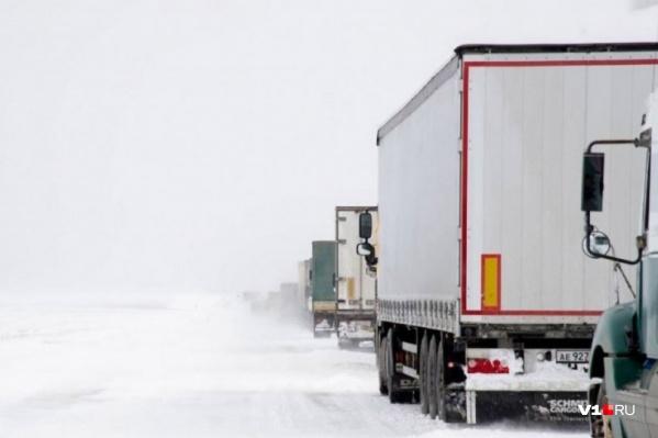 Гололед и туман — две неприятности, которые могут поджидать на дорогах