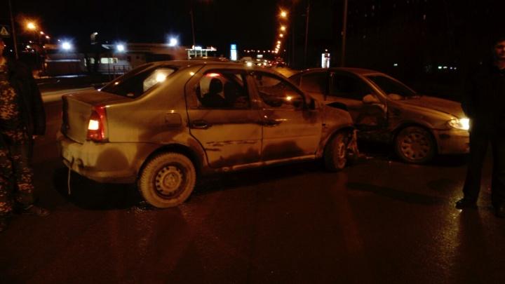 Ударились головами: такси с пассажирами попало в ДТП на Первомайке