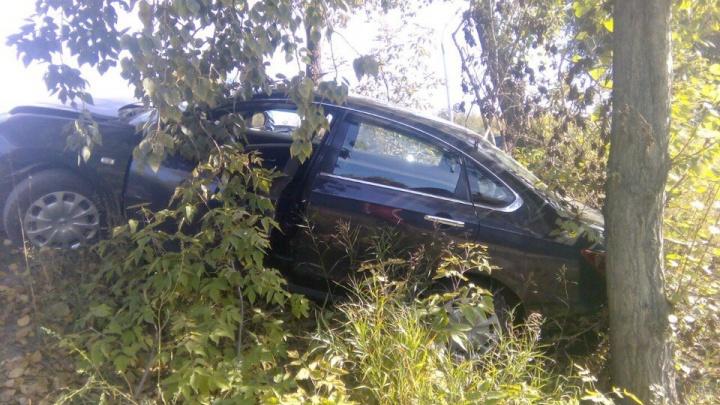 Выкинуло на обочину: «Хонда Аккорд» протаранила «Ниссан Альмера» в Первомайском районе
