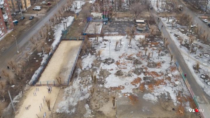 «Нас заставляют уйти»: на юге Волгограда доламывают единственный парк аттракционов