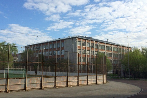 До недавнего времени это была школа №57. Сейчас она значится по документам как второй корпус 22-й школы