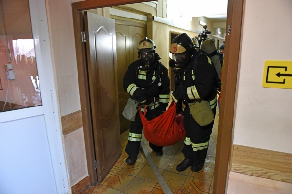 Пожарные спасли двоих